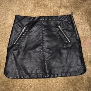URBAN OUTFITTERS LEATHER SIDE ZIP MINI SKIRT